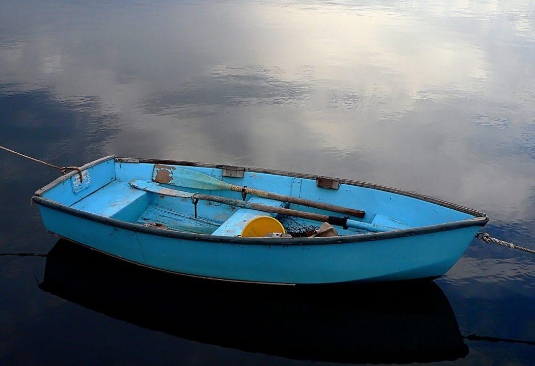 barque dans l'eau