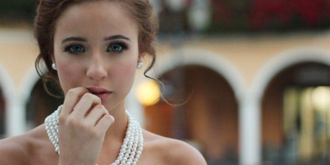 femme avec des bijoux femme