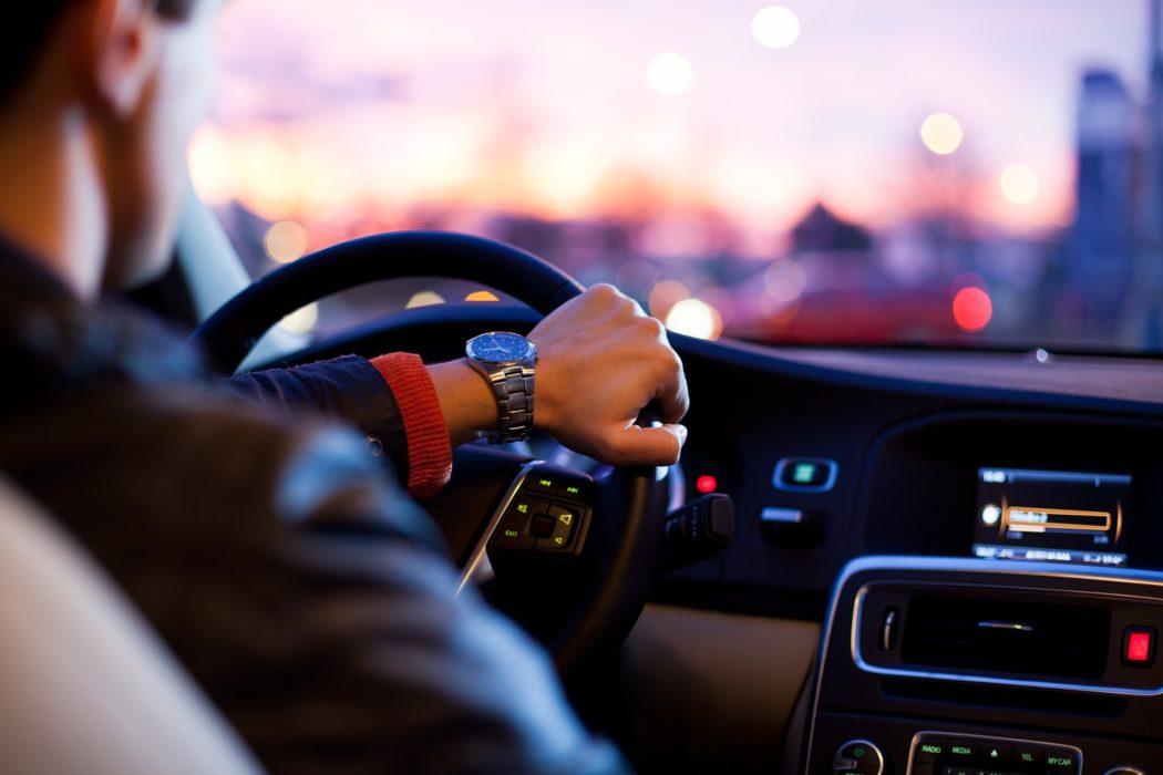 conducteur homme voiture