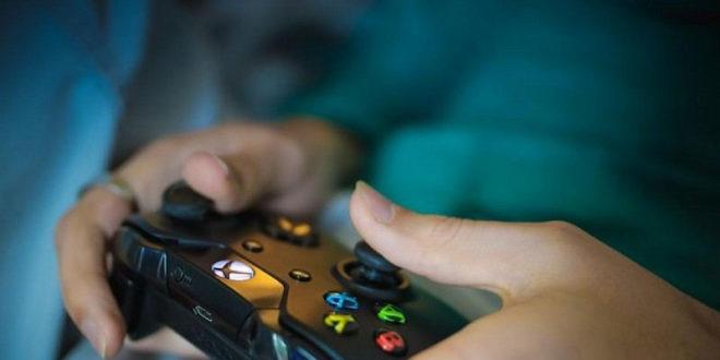 Enfant accro aux jeux vidéos