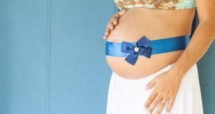 femme enceinte et pierre