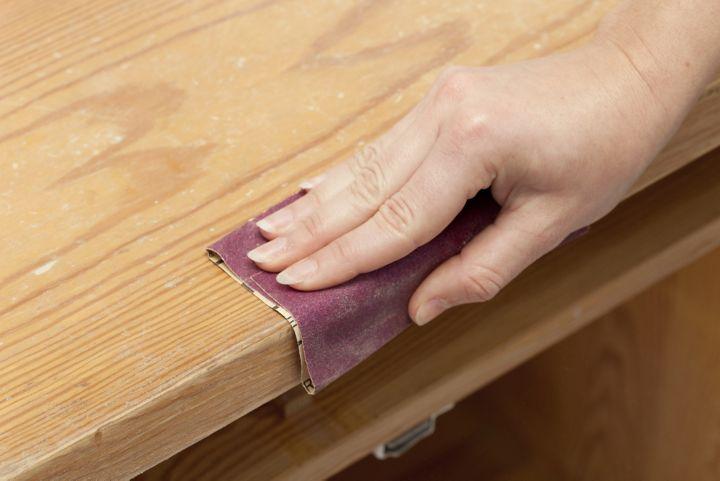 Papier verre pour enlever les traces désagréables