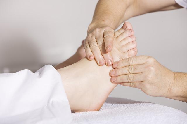 traitement entorse du pied ostéopathie kinésithérapie