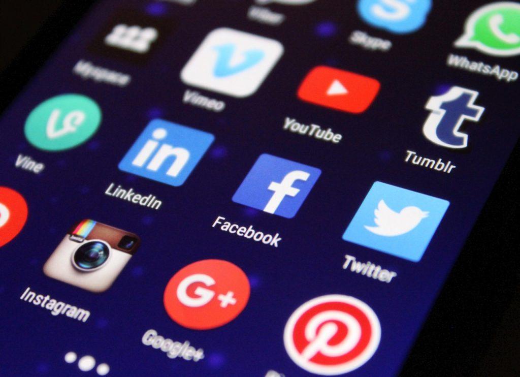 reseaux sociaux sur mobile