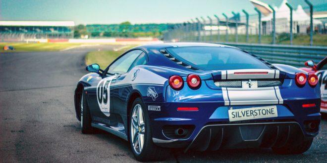 belle voiture de course